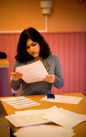 Sahar Amini jobbar med texter till Made in Backa. Foto: Bibbie Friman