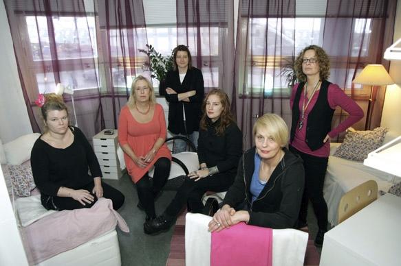 Pernilla Sjöberg, Eva Gussing, Linda Lepäaho, Lea Honorine, Mille Rönnerblad och Annika Ryman på Qjouren i Stockholm. Foto: Elisabet Omsén
