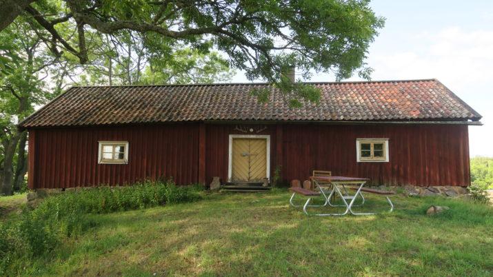 Den pittoreska fattigdomen. Bilden är tagen av Anna Fredriksson och föreställer en parstuga från 1600-talet, i Lundby söder om Stockholm. OBS- ej till salu.