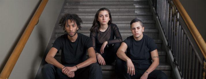 Klipp han. På bilden tagen av Dramaten: Lancelot Sakile Ncube, Shada-Helin Sulhav, Rosh.